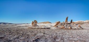 Las Tres Marias τρία σχηματισμός Marys στην περιοχή αλυκών Las της κοιλάδας φεγγαριών - έρημος Atacama, Χιλή Στοκ Εικόνα