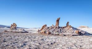 Las Tres Marias tre Marys bildande på Las Salinasområde av månedalen - Atacama öken, Chile Royaltyfria Bilder