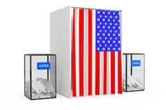 Las urnas acercan a la cabina de votación blanca con la cortina y la bandera de los E.E.U.U. Fotografía de archivo libre de regalías