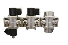 Las válvulas de cierre del grupo y un filtro al control de un gas fluyen Imagenes de archivo