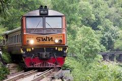 Las vías de ferrocarril en la plataforma Krasae del tren excavan Kanchanaburi fotos de archivo