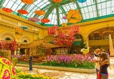 Las Vegas Amerikas förenta stater - Maj 05, 2016: Den japanska blomningträdgården på det lyxiga hotellet Bellagio Arkivbilder