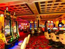 Las Vegas Amerikas förenta stater - Maj 06, 2016: Enarmade banditer på Wynn Hotel och kasinot Royaltyfri Foto
