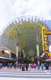 Las Vegas Amerikas förenta stater - Maj 07, 2016: Folket som går på den Fremont gatan royaltyfri bild