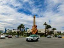 Las Vegas Amerikas förenta stater - Maj 06, 2016: Gitarr på ingången till Hard Rock Cafe på paradiset Rd Fotografering för Bildbyråer