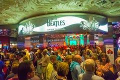 Las Vegas Amerikas förenta stater - Maj 06, 2016: Ingång till showen för Beatles Cirque du Soleil teaterförälskelse på arkivfoton