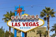 Las Vegas - April 2010: Willkommen zu fabelhaftem Las Vegas-Zeichen auf dem Las Vegas-Streifen II Stockfotos