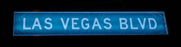 LAS VEGAS BLVD, placa de calle en la noche foto de archivo