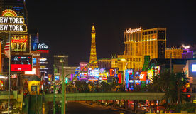 Las Vegas Boulevard i natten Arkivbild