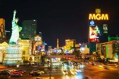 Las Vegas Boulevard pendant la nuit Photographie stock libre de droits