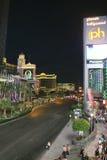 Las Vegas Boulevard por noche fotografía de archivo