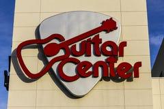 Las Vegas - cerca do dezembro de 2016: Lugar Center da alameda da guitarra O centro da guitarra é a corrente a maior de varejista Imagem de Stock Royalty Free