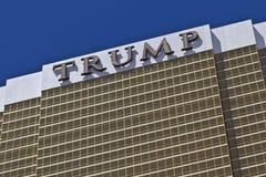 Las Vegas - cerca do julho de 2016: Hotel Las Vegas do trunfo Nomeado para o colaborador de bens imobiliários Donald Trump me Fotos de Stock