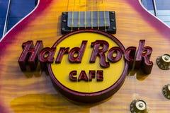 Las Vegas - circa diciembre de 2016: El Hard Rock Cafe en la tira La muestra del heavy se integra en Gibson Les Paul Guitar III Imagenes de archivo