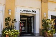 Las Vegas - Circa Juli 2017: Abercrombie & Fitch Clothing Store Abercrombie & Fitch är en återförsäljare av tillfälliga kläder II Arkivbild