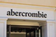 Las Vegas - Circa Juli 2017: Abercrombie & Fitch Clothing Store Abercrombie & Fitch är en återförsäljare av tillfälliga kläder II Royaltyfri Foto