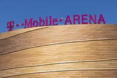 Las Vegas - Circa Juli 2017: Den T-Mobile arenan som lokaliseras på remsan T-Mobile arena, hem av de guld- riddarna för NHL-` s I Arkivfoto
