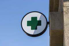 Las Vegas - Circa Juli 2017: Groen Dwarsteken Het groene kruis is een gemeenschappelijk die symbool in marihuanagemeenschap I wor stock fotografie