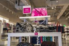 Las Vegas - circa luglio 2017: Vera Bradley Clothing Display Vera Bradley progetta gli elementi delle borse, dei bagagli e di via Fotografia Stock Libera da Diritti