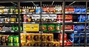 Mexicano contra la cerveza americana Fotos de archivo libres de regalías