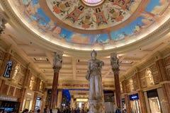 Las Vegas, de V.S. - 28 April, 2018: Het binnenland van het beroemde Forum stock foto's