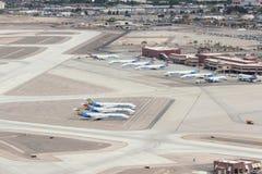 LAS VEGAS, DE V.S. - 15 APRIL, 2014: De vloot van de Allegiantlucht bij de Internationale Luchthaven van Las Vegas McCarran De Al stock foto's