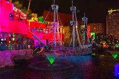 Las Vegas, die Vereinigten Staaten von Amerika - 7. Mai 2016: Die freie lebhaftshow im Freien die Sirenen von Schatz-Insel in Las Stockbilder