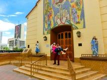 Las Vegas, die Vereinigten Staaten von Amerika - 7. Mai 2016: Heirat in Las Vegas an der kleinen weißen Kapelle stockbilder
