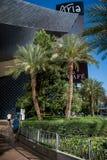 Las Vegas en la luz del día Funcionamiento/que activa de los hombres en la calle imagenes de archivo