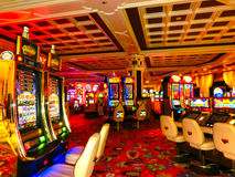 Las Vegas, los Estados Unidos de América - 6 de mayo de 2016: Máquinas tragaperras en Wynn Hotel y el casino Foto de archivo libre de regalías