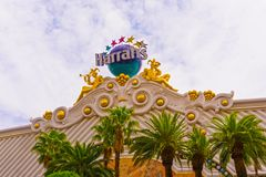 Las Vegas, los Estados Unidos de América - 5 de mayo de 2016: El exterior del hotel y del casino del ` s de Harrah en la tira Foto de archivo