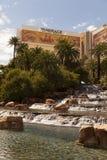 Den hägringhotellet och vattenfallet i Las Vegas, NV på mars 30, 201 Arkivfoton