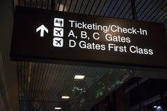 Controlli il segno a McCarren a Las Vegas, NV il 6 marzo 2013 Immagine Stock