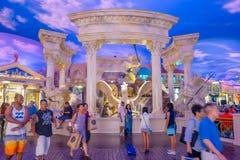 LAS VEGAS, NANOVOLT - 21 DE NOVEMBRO DE 2016: Um pessoa não identificado que anda no interior do hotel Venetian em Las Vegas Imagens de Stock Royalty Free