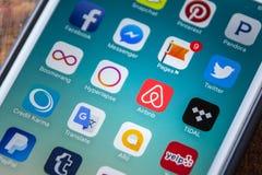 LAS VEGAS, nanovolt - 22 de setembro 2016 - Ícone de Airbnb App no IP de Apple Foto de Stock Royalty Free