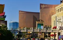 Las Vegas, nanovolt, EUA - 29 de junho de 2009 - da vista tira de Las Vegas para baixo com o casino do encore e do Wynn Foto de Stock Royalty Free