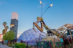 LAS VEGAS, NANOVOLT - 21 NOVEMBRE 2016 : Sculpture géante en mante de prière devant le parc de récipient à Las Vegas du centre Photographie stock