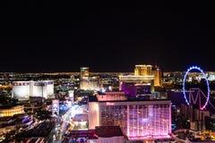 Las Vegas, Nanovolt, USA 09032018: NACHTansicht des Streifens mit die meisten historischen Hotels, einschließlich Bally ` s und T lizenzfreie stockbilder