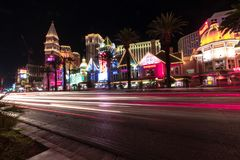 Las Vegas, Nanovolt, USA 09032018: Nachtansicht vom venetianischen von und vom Streifen in der Bewegung stockbild