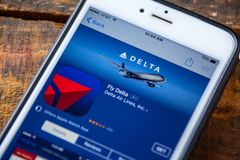 LAS VEGAS, nanovoltio - 22 de septiembre 2016 - IPhone App I de Delta Airlines imágenes de archivo libres de regalías