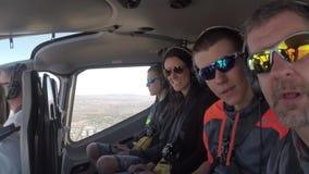 LAS VEGAS, NEVADA - CERCA DO ABRIL DE 2015: Voando em um helicóptero sobre Las Vegas, Nevada, EUA vídeos de arquivo