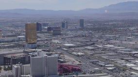 LAS VEGAS, NEVADA - CIRCA IM APRIL 2015: Fahren des Autos im Verkehr auf Straßen von Las Vegas, Nevada, USA stock video