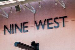LAS VEGAS, NEVADA - 22 de agosto de 2016: Nine West Logo On Store F Imagen de archivo