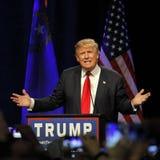 LAS VEGAS NEVADA, DECEMBER 14, 2015: Den republikanska presidentkandidaten Donald Trump talar på aktionhändelsen på Westgate Las  Arkivbild