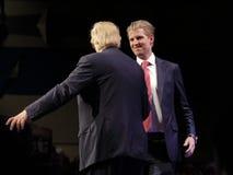 LAS VEGAS NEVADA, 14 DECEMBER, 2015: Republikeinse presidentiële kandidaat Donald en zijn zoon, Eric Trump bij campagnegebeurteni Stock Foto's