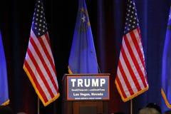 LAS VEGAS NEVADA, AM 14. DEZEMBER 2015: Leeres Podium republikanischer Präsidentschaftsanwärter Donald Trumps am Kampagnenereigni Lizenzfreie Stockbilder