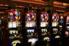 LAS VEGAS NEVADA, ETATS-UNIS - 18 AOÛT 2009 : Vue sur la roue de machines à sous de l'or dans un casino photos stock