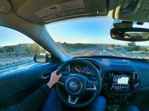 Las Vegas, nevada, EUA, 08/04/2019 que conduzem um carro em Am?rica imagens de stock royalty free