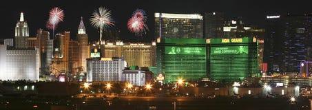 Una vista dei fuochi d'artificio di Mgm Grand dall'aeroporto internazionale di McCarran Fotografie Stock