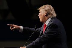 LAS VEGAS NEVADA, O 14 DE DEZEMBRO DE 2015: O candidato presidencial republicano Donald Trump aponta no evento de campanha em Wes Imagens de Stock Royalty Free